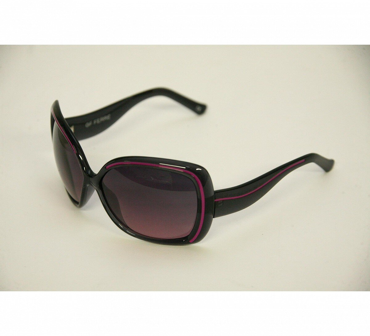 d1125f12d Dámske čierne slnečné okuliare Gianfranco Ferré s ružovými detailami |  Zlavomat.sk