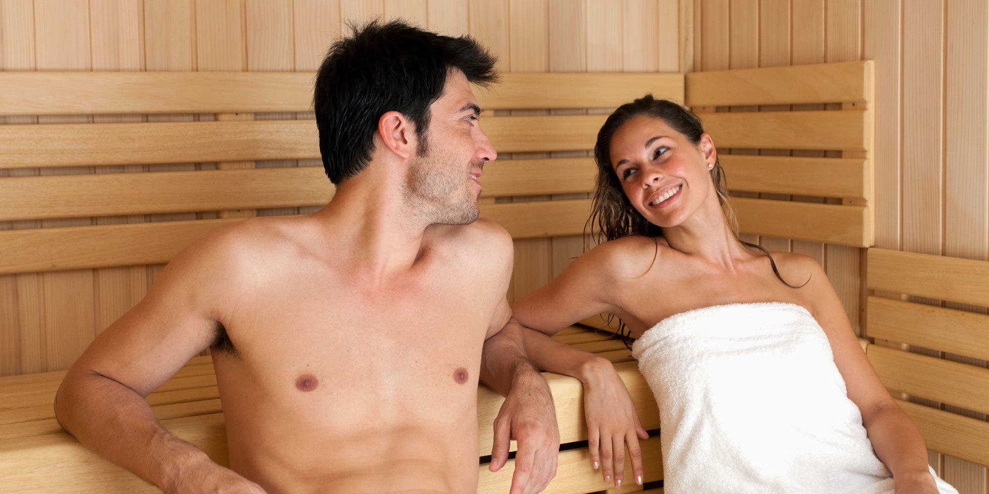 Секс в общественных банях, порно телка в облегающем черном платье