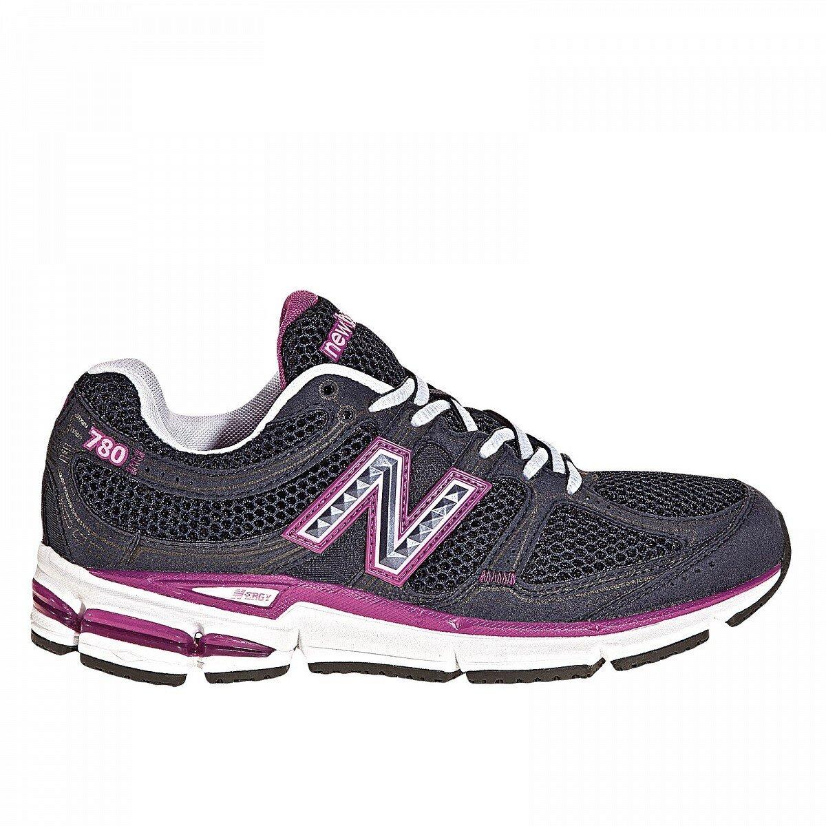 Dámske čierne bežecké tenisky New Balance s fialovými detailami ... d8413f9a108