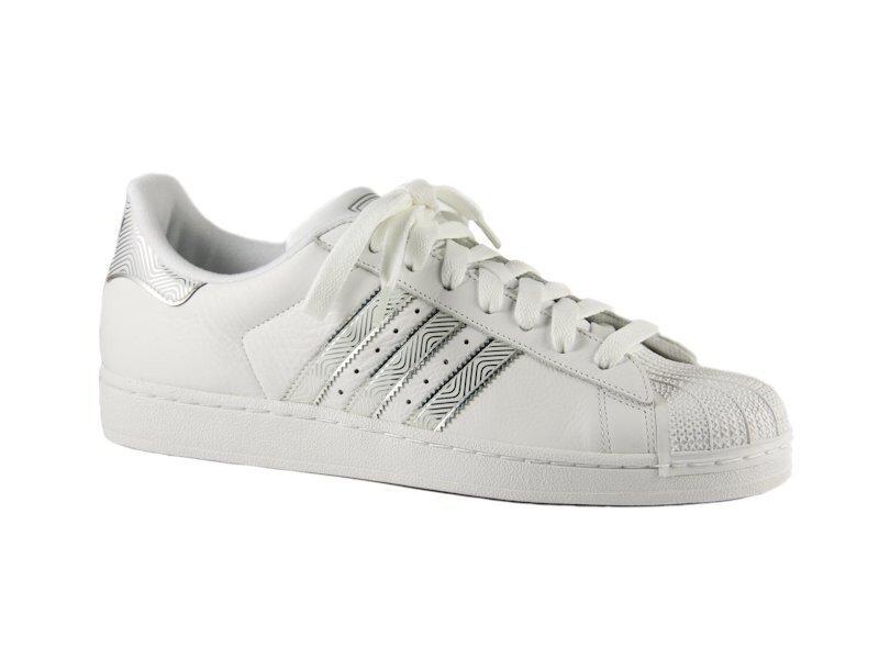 Pánske biele tenisky Adidas so striebornými detailami a gumovou špičkou  ddc920ff5fb