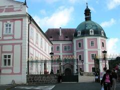 Bečov nad Teplou a relikviár sv. Maura