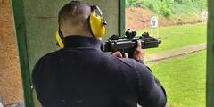 Vyskúšajte si streľbu zo zbraní podľa vlastného výberu až na 3 strelniciach