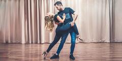 Naučte sa tancovať: Kurzy salsy pre jednotlivcov i páry