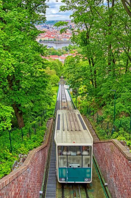 Jazda lanovkou na Petřín trvá iba 3 minúty.