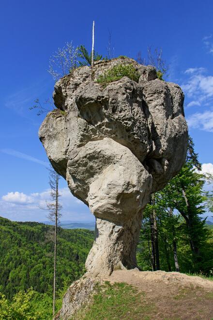 Skalná formácia Budzogáň v pohorí Súľovské hory, na svahu vrchu Žibrid. Dosahuje výšku 14 metrov.