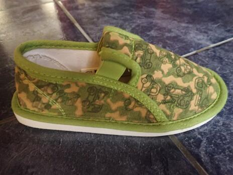 fe0beda42 super akcia, majú aj papučky :-) Hodnotená ponuka: 25% zľava na obuv v predajniach  EXISPORT