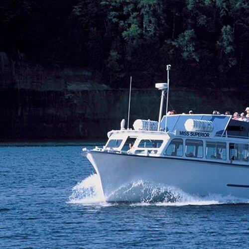 Výlety loďou po Rožnovskom jazere