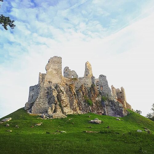 hrad Hrušov