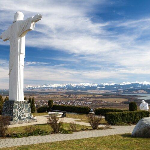 Socha Ježiša Krista v obci Klin