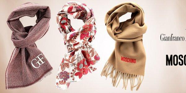 Elegantné a hrejivé šály Moschino a Gianfranco Ferré