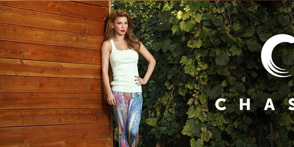 Hravá dámska móda plná farieb a vzorov Chaser