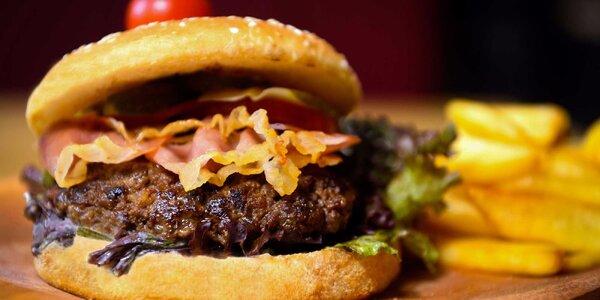 Famózny burger so steakovými hranolčekmi