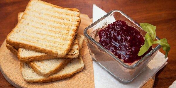 Domáca kačacia paštéta s brusnicami a toastom alebo varené vínko, či horúci čaj
