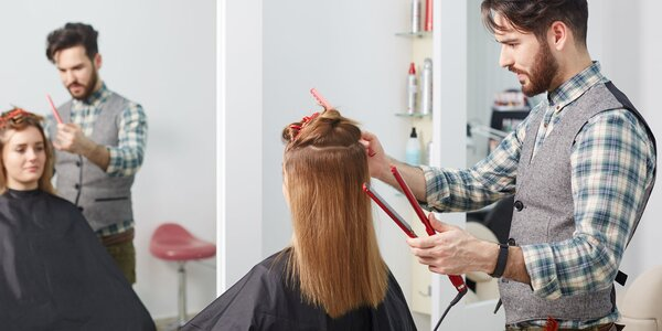 Hĺbková regenerácia vlasov, farbenie alebo nový dámsky strih