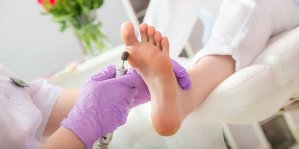 Medicinálna suchá prístrojová pedikúra aj s masážou alebo peelingom a zábalom