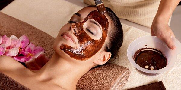 Masáže chrbta alebo celého tela s jemným peelingom a zábalom či masáž tváre pre…