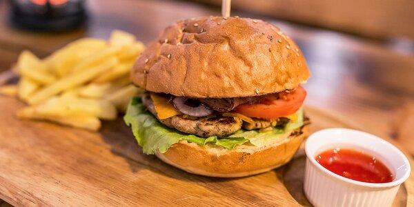 Cézar burger s kurací mäsom + hranolčeky a omáčka podľa výberu
