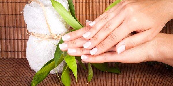 Klasická a japonská manikúra s možnosťou parafínového kúpeľu a masáže rúk