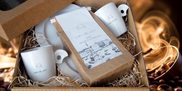 Čerstvo pražená káva d´Elvert s dvoma šálkami