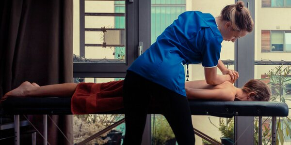 Masáž podľa výberu alebo manuálna lymfodrenáž v pohodlí domova