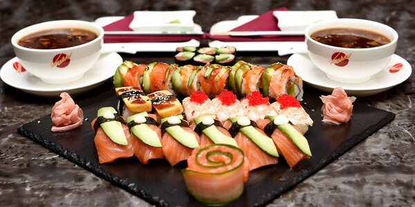 Sushi menu s ostrokyslou polievkou v Asian Restaurant Sunshine v Auparku