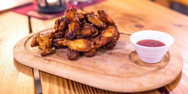 1 kg Grilovaných BBQ kuracích krídel aj s omáčkou a chlebom