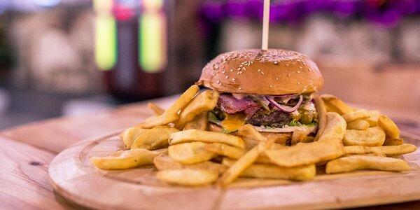 Bayer Burger s hranolčekmi v Bayerovej Sladovni