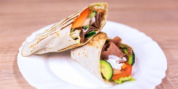 Teľací kebab alebo falafel v centre mesta
