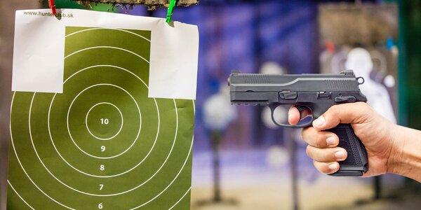 Strieľanie zo zbraní v Hunter clube!