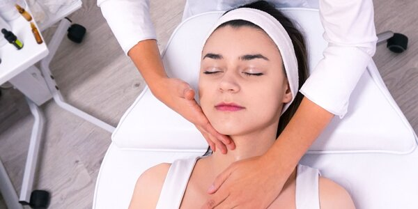 Jarná, relaxačná omladzujúca masáž s kyselinou hyalurónovou