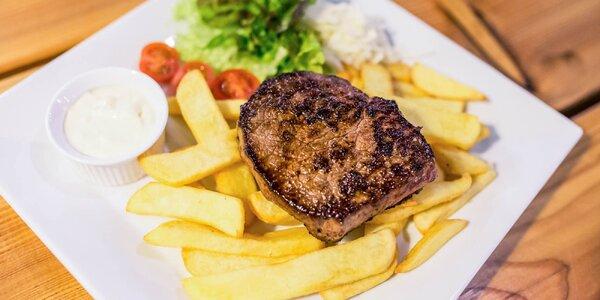 Hovädzí Bayer steak alebo kurací steak s hermelínom