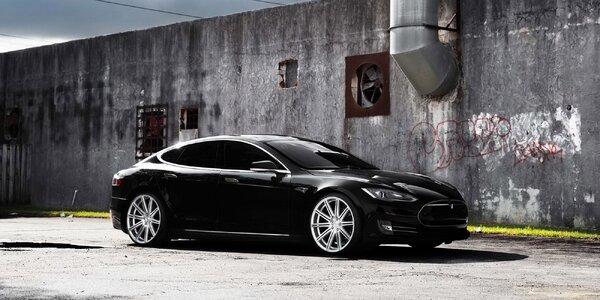 Zážitková jazda športiakom Nissan či Tesla