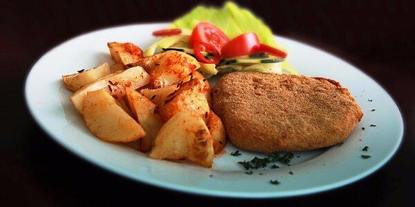Domáci vyprážany syr z hriňovskej koliby so zemiakmi