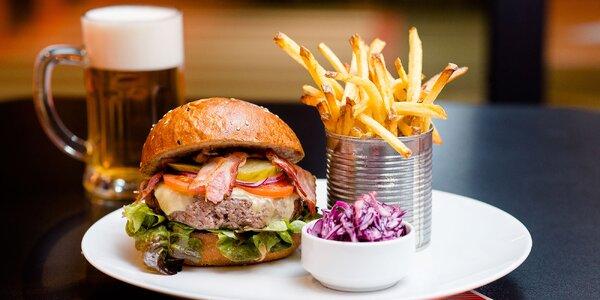 Bio hovädzí burger s hranolčekmi a nápojom