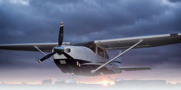 Vzrušujúci zážitkový let, možnosť pilotovania