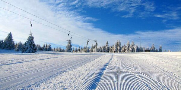 Zimný relax pri Oravskej priehrade aj so skipasmi do SKI CENTRA GRÚNIKY