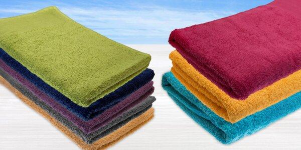 Osušky a uteráky vyrobené zo 100 % bavlny v rôznych farbách