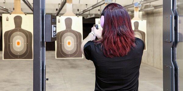 Streľba z rôznych zbraní na krytej strelnici