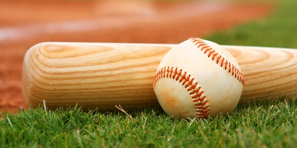Drevená baseballová pálka a loptička pre začiatočníkov