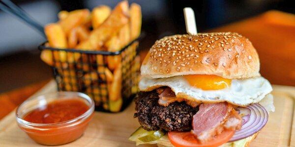 Na výber zo 4 druhov burgerov v Astra pube