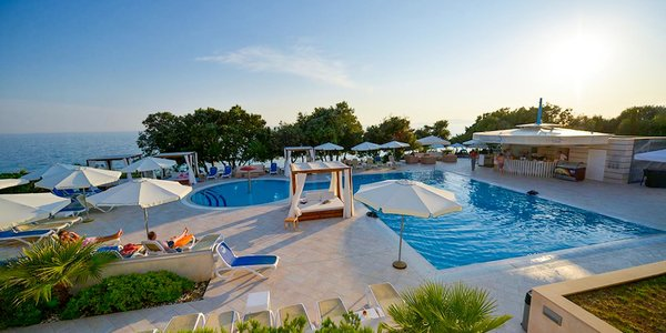 Leto na ostrove Pag v 4* hoteli s polpenziou