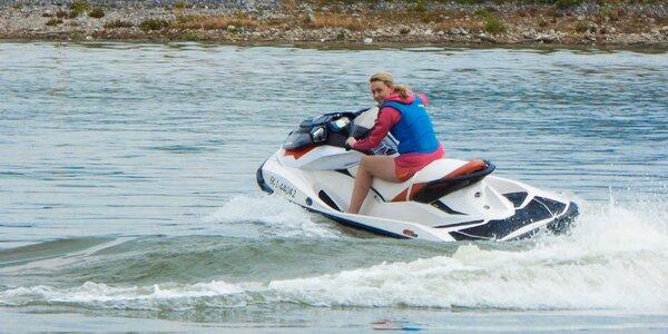 Adrenalínová jazda na vodnom skútri