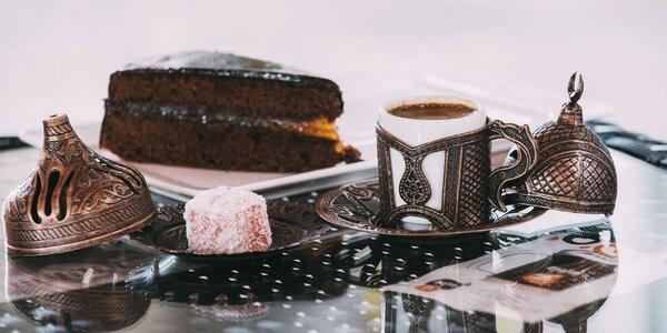 Vychutnajte si kávu podľa výberu a koláčik