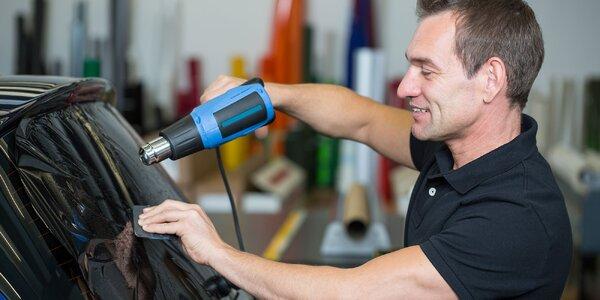Aplikovanie zatmavovacích fólií na vaše auto