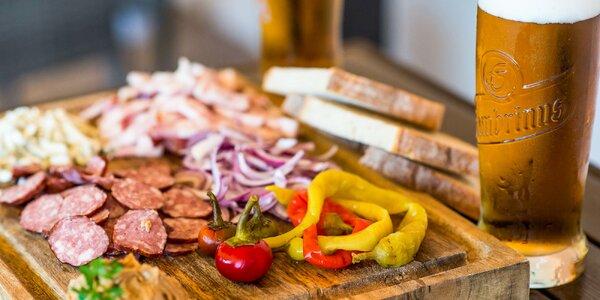 Denko plné chutného domáceho mäsa spolu s pivom pre 2 osoby