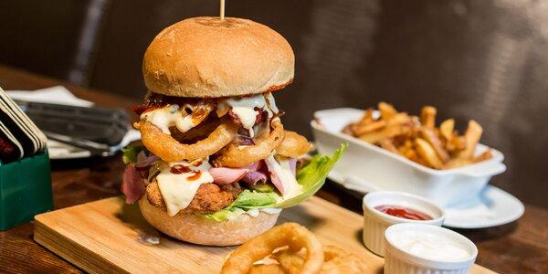 Špeciálny kilový burger s hranolčekmi