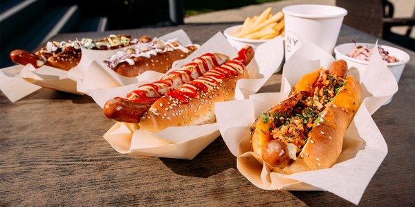 Rôzne druhy čerstvých hot dogov z NYC Corner