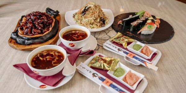 Dva druhy ázijského menu s polievkou