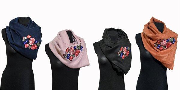 Elegantný šál s kvetom