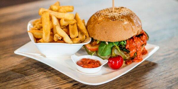 4 druhy burgerov aj s omáčkou a hranolčekmi
